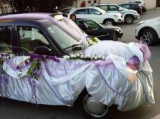 Today Az - What if a London cab becomes a bridal car? - PHOTO